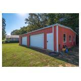 Garage w/small living quarters