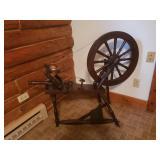 Antique working spinning wheel