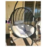 Hanging eggshell seat