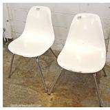 5 Piece Mid Century Modern Glass Top with 4 Fiberglass Chairs