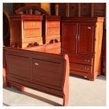 Contemporary 5 Piece Mahogany Finish Bedroom Set with Queen Size Sleigh Bed – auction estimate $200