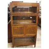 """ANTIQUE 4 Stack Barrister Style Oak Bookcase with Cabinet Compartment by """"Globe Wernicke"""" – auction"""