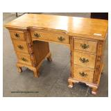 CLEAN SOLID Maple Knee Hole Vanity  Auction Estimate $100-$300 – Located Inside