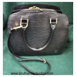 """Authentic """"Louis Vuitton"""" Black Leather Epi Pint Neuf MI I020 Purse  Auction Estimate $500-$1000 –"""