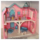 Childs Barbie Play House with Accessories and Barbie's  Auction Estimate $20-$50 – Located Glasswar