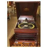 "Mahogany Case ""Victor Talking Machine Co."" Table Top Victrola with Head and Crank  Auction Estimate"