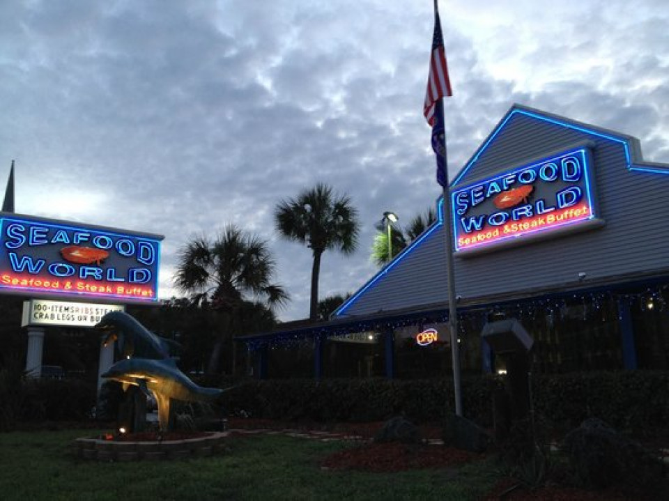 Seafood World logo