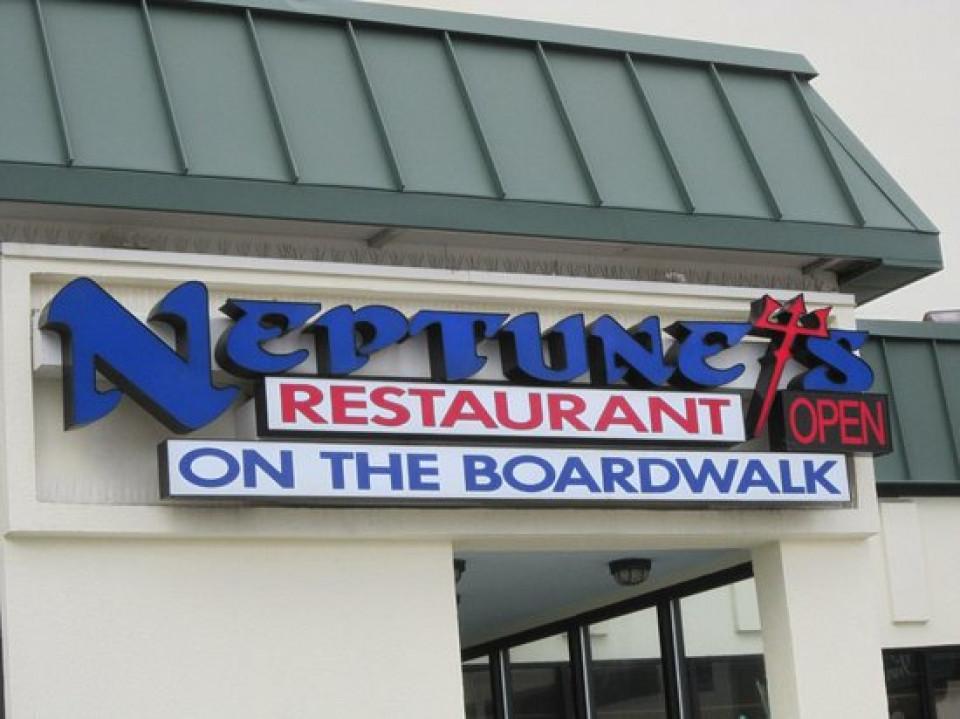 Heptunes restaurant logo