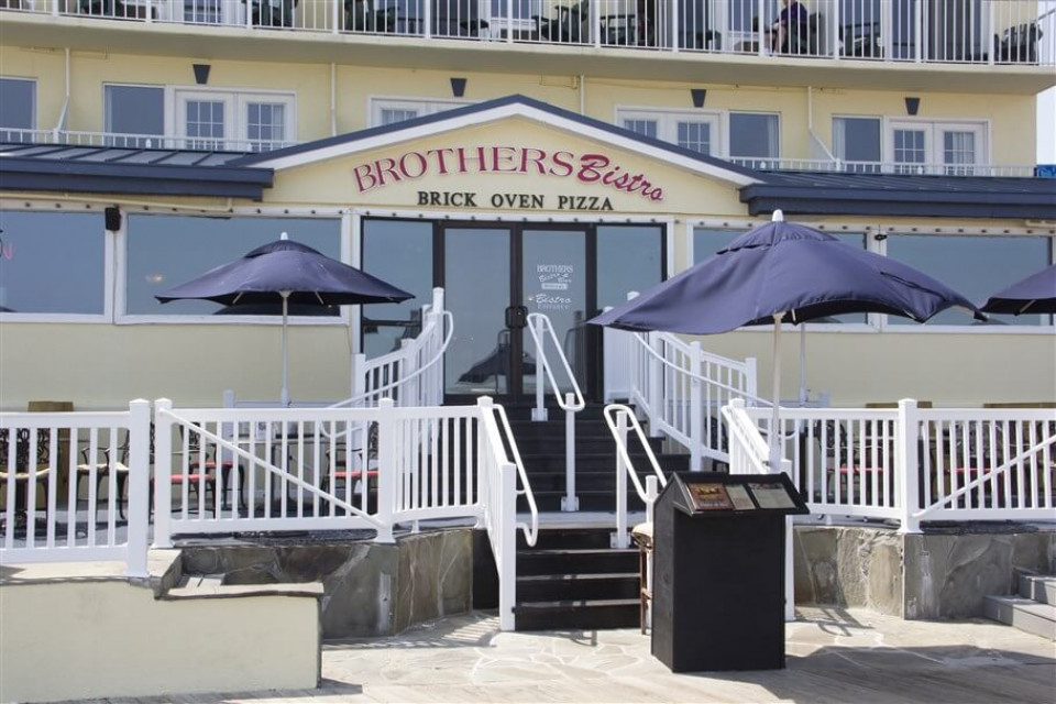 Brother's Bistro logo