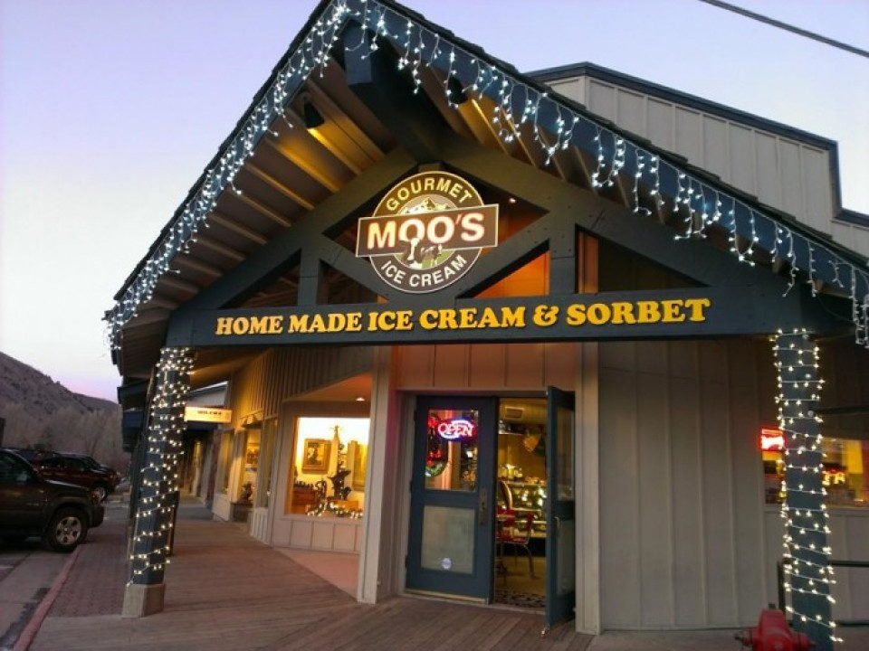 Moo's Ice cream logo