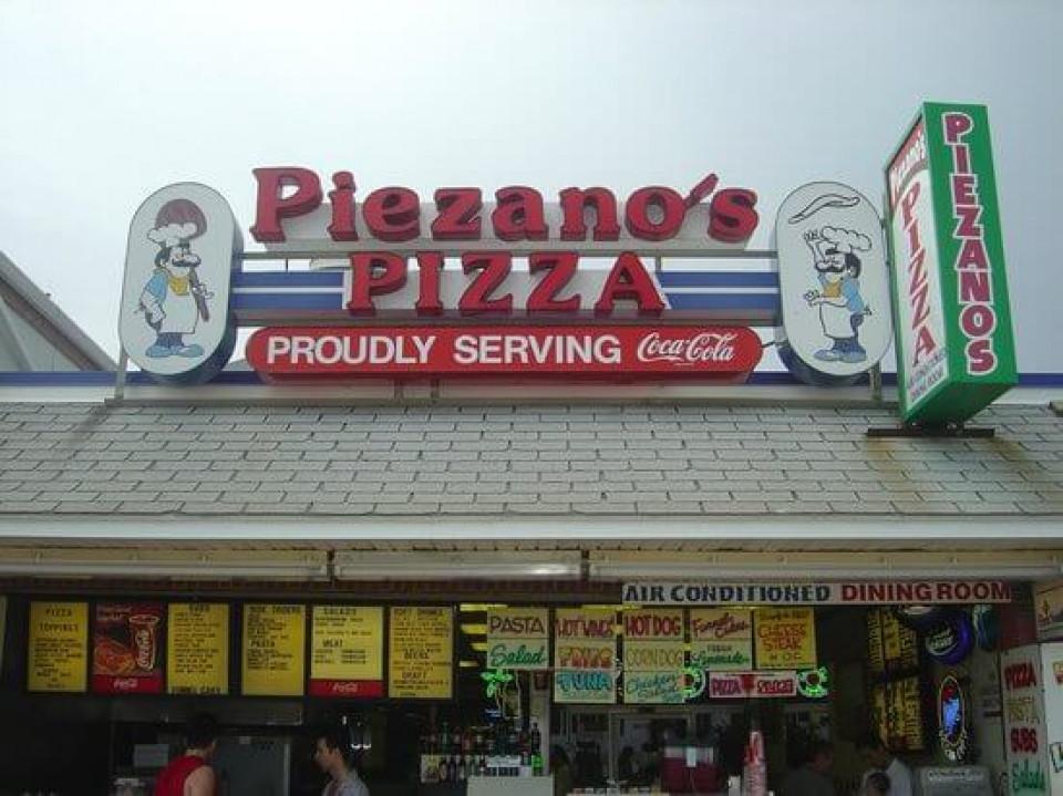 Piezano's Pizza & Italian logo