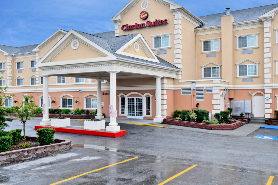 Clarion suites hotel logo
