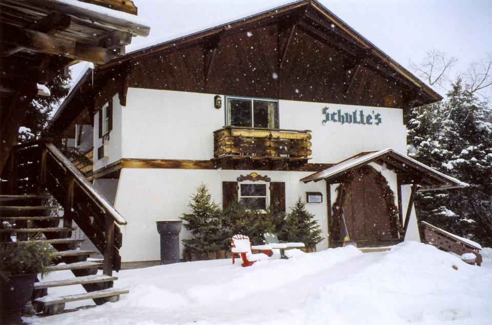 Schulte's Family Lodge logo
