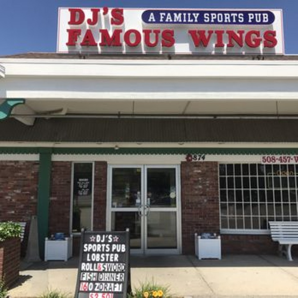 DJ's Family Sports Pub logo