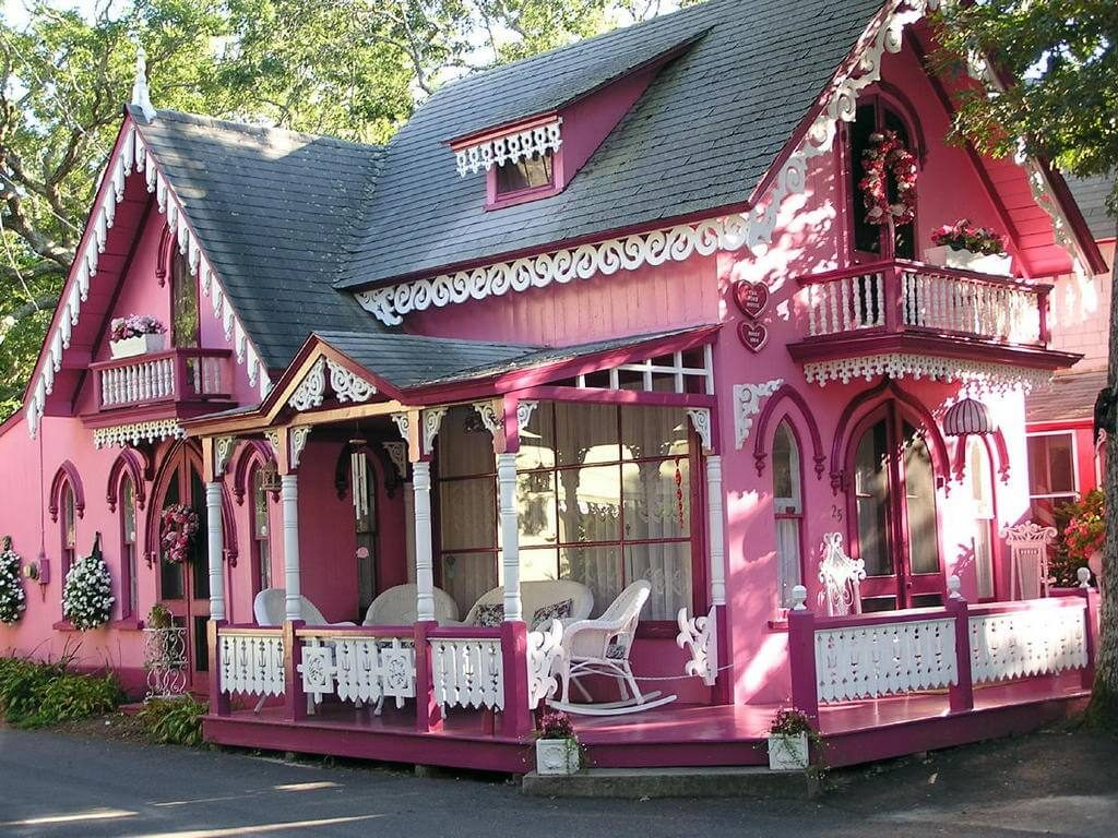 Jedna od mnogobrojnih šarenih kuća, takozvanih Gingerbread Houses, koje se nalaze na ostrvu Martha's VIneyard