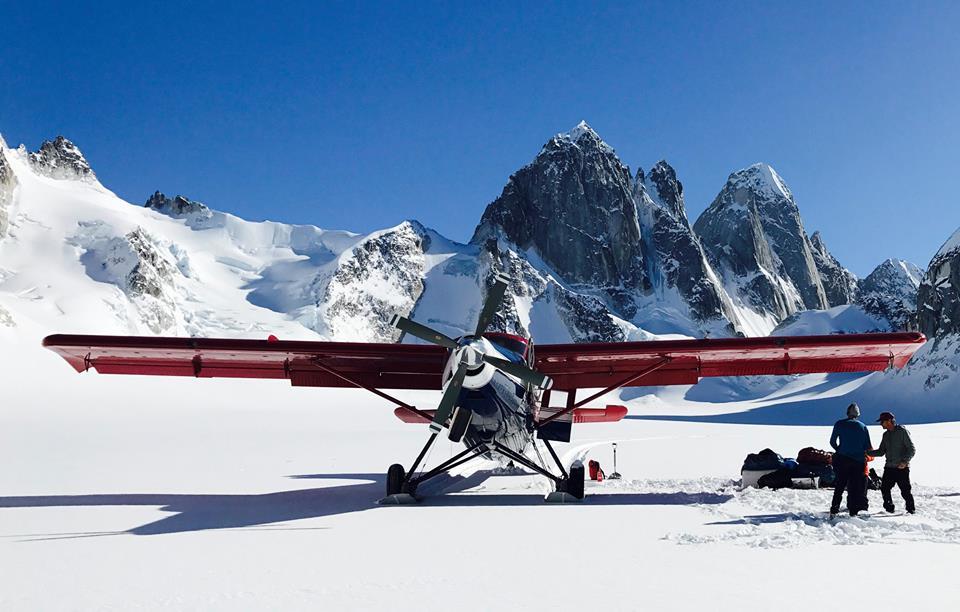 Avio taksi kompanija Talkeetna, obavlja letove i ture oko glečera, Nacionalnog parka Denali i dr.