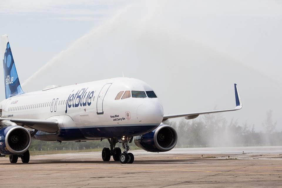 Doček na aerodromu Santa Clara na Kubi, izvor: JetBlue Facebook page