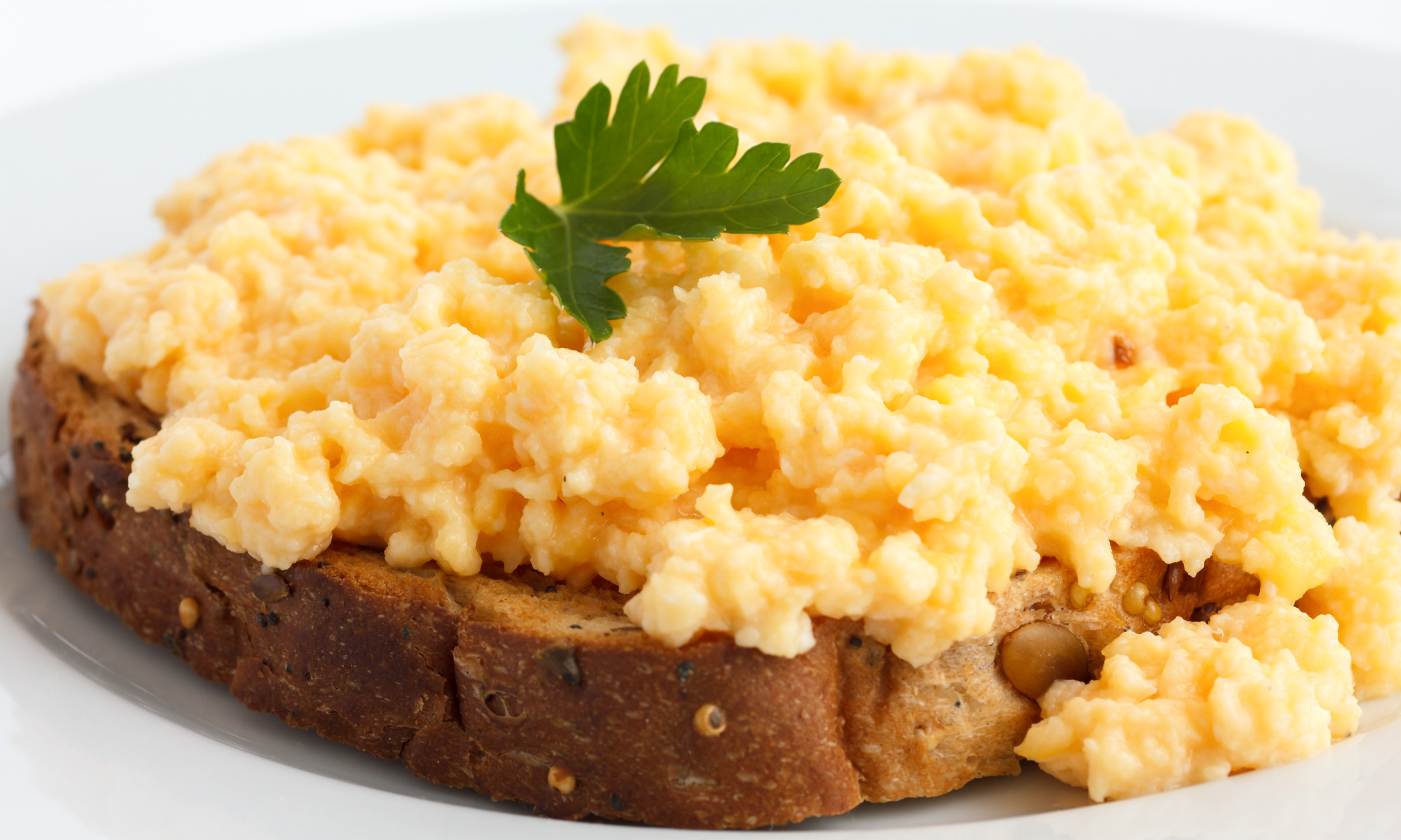 Scrambled Egg on Toast | The Best High Protein Snacks ...