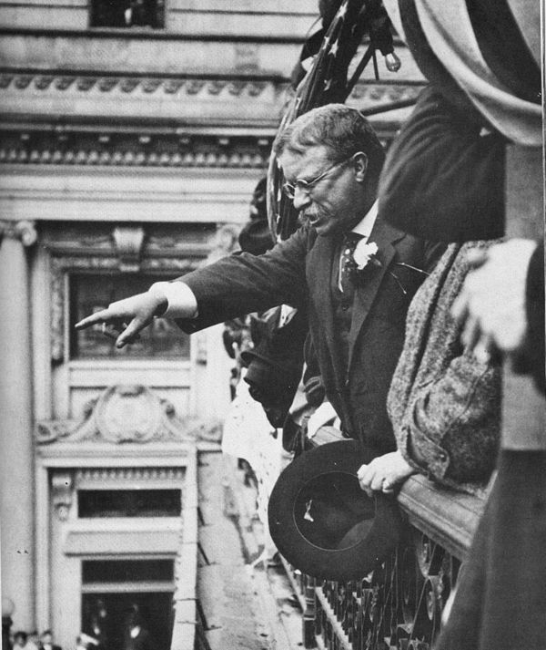 Theodore Roosevelt speaking from the balcony of the Hotel Allen, Allentown, Pennsylvania, 1914