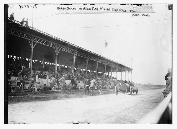Harry Grant in alco car winning Cup Race, 1910, Kadel photo																  	/ 					  						  	Kadel photo