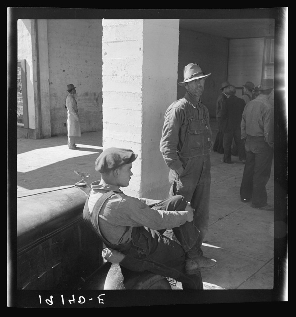 Pea pickers waiting at Farm Security Administration (FSA) office for issue of surplus commodities. Calipatria, California