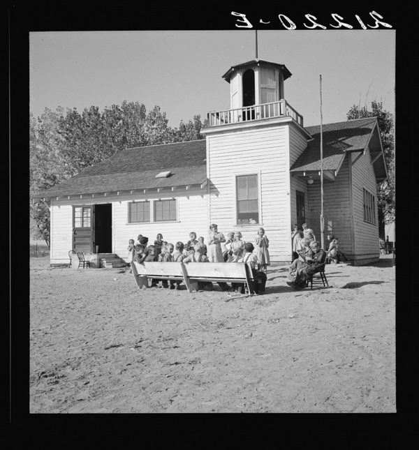 Lincoln Bench School and yard. Near Ontario, Malheur County, Oregon. General caption number 69