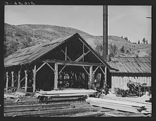 Close-up of the sawmill. Ola self-help sawmill co-op. Gem County, Idaho.  General caption 48