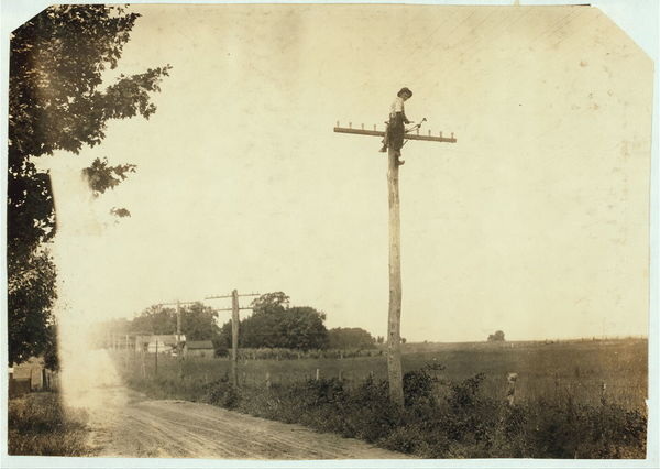 Telegraph lineman.  Location: Kentucky																  	/ 					  						  	Lewis W. Hine.