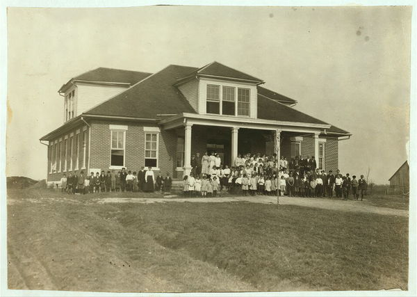 Rich Pond School (consolidated). See Kentucky report.  Location: Warren County, Kentucky  /     Lewis W. Hine