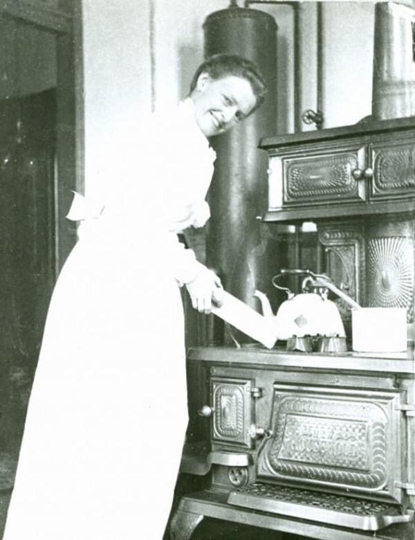 A Rare Look Inside 15 Early Kitchens 1880 1930 Archive