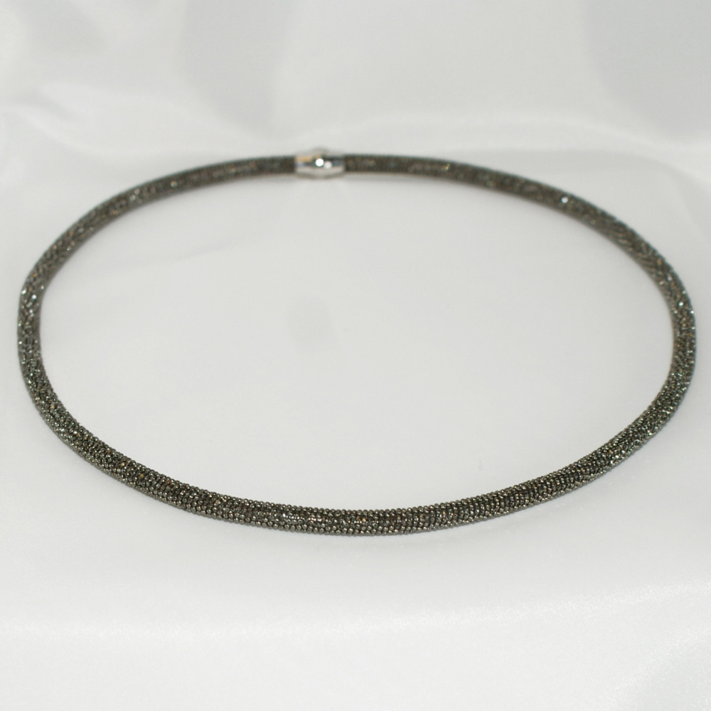 SILVER SPARKLY NECKLACE WITH MAGNETIC FASTENER