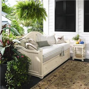 Paula Deen by Universal Paula Deen Home Queen Savannah Poster Bed with 3 Post Options