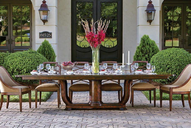 From highly polished formal dining suites to casual breakfast room sets, Alison Craig is your source for the latest looks and old world traditional styles.