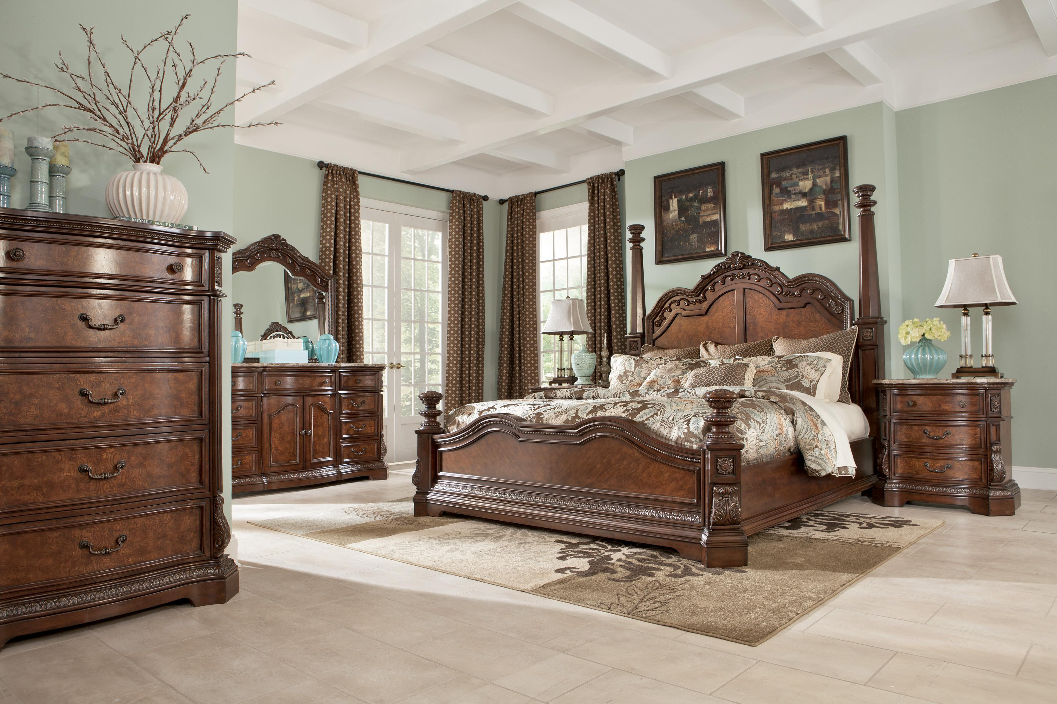 Traditional California King Poster Bed With Tall Headboard Posts