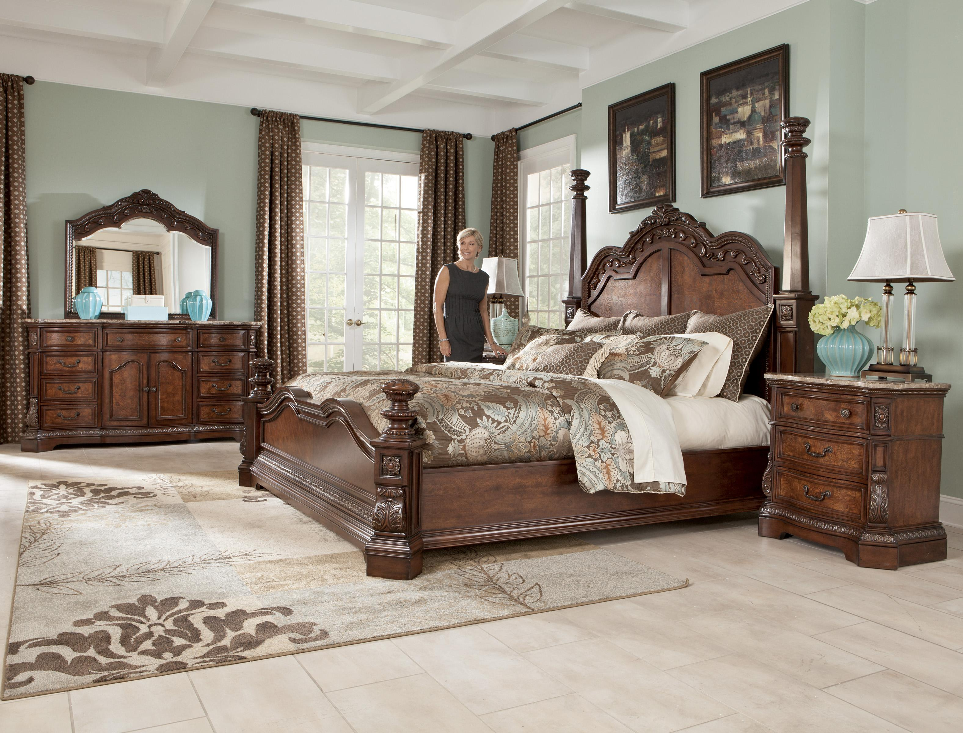 Traditional California King Poster Bed