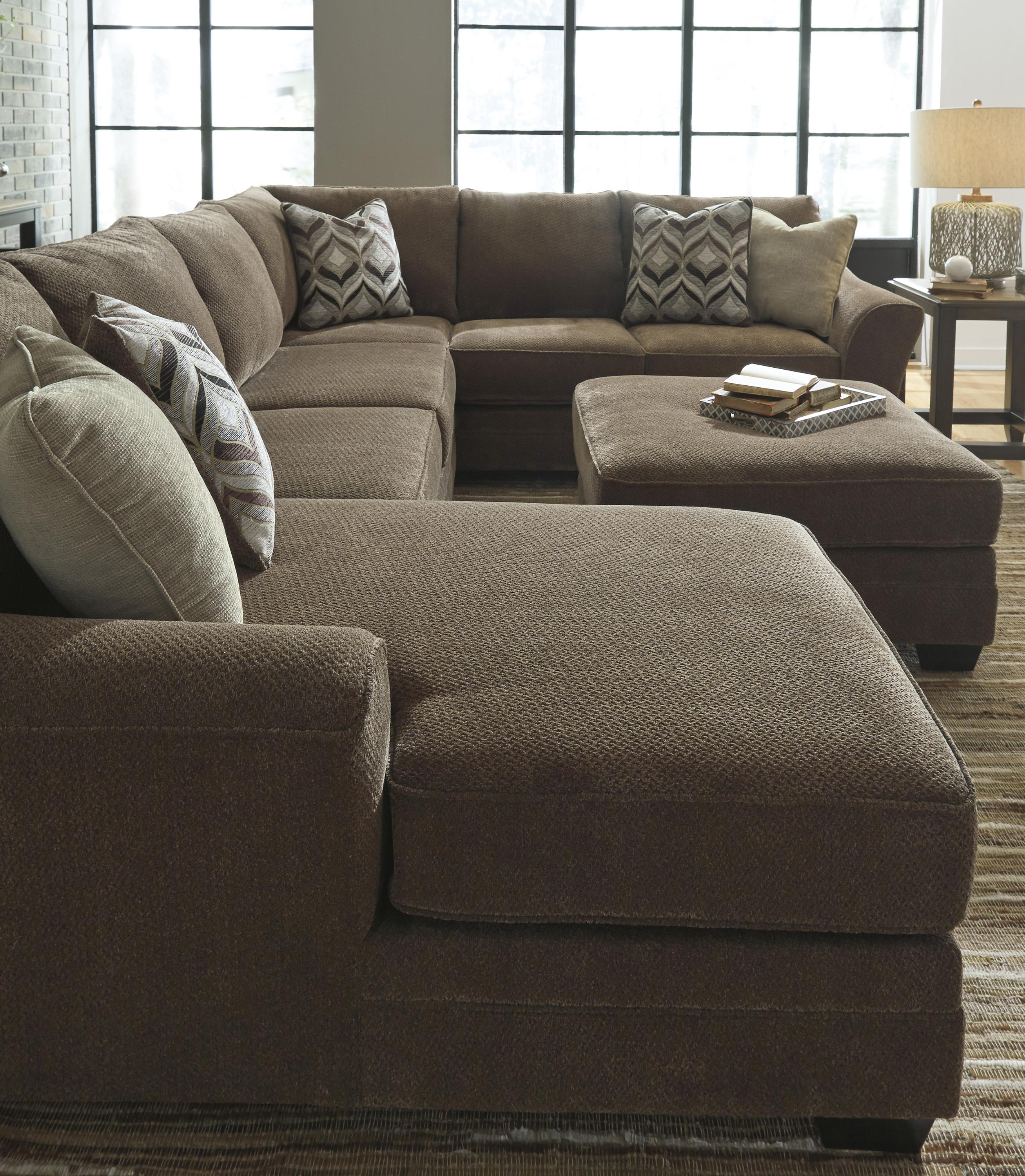 Contemporary 3 Piece Sectional with Left Chaise by Benchcraft