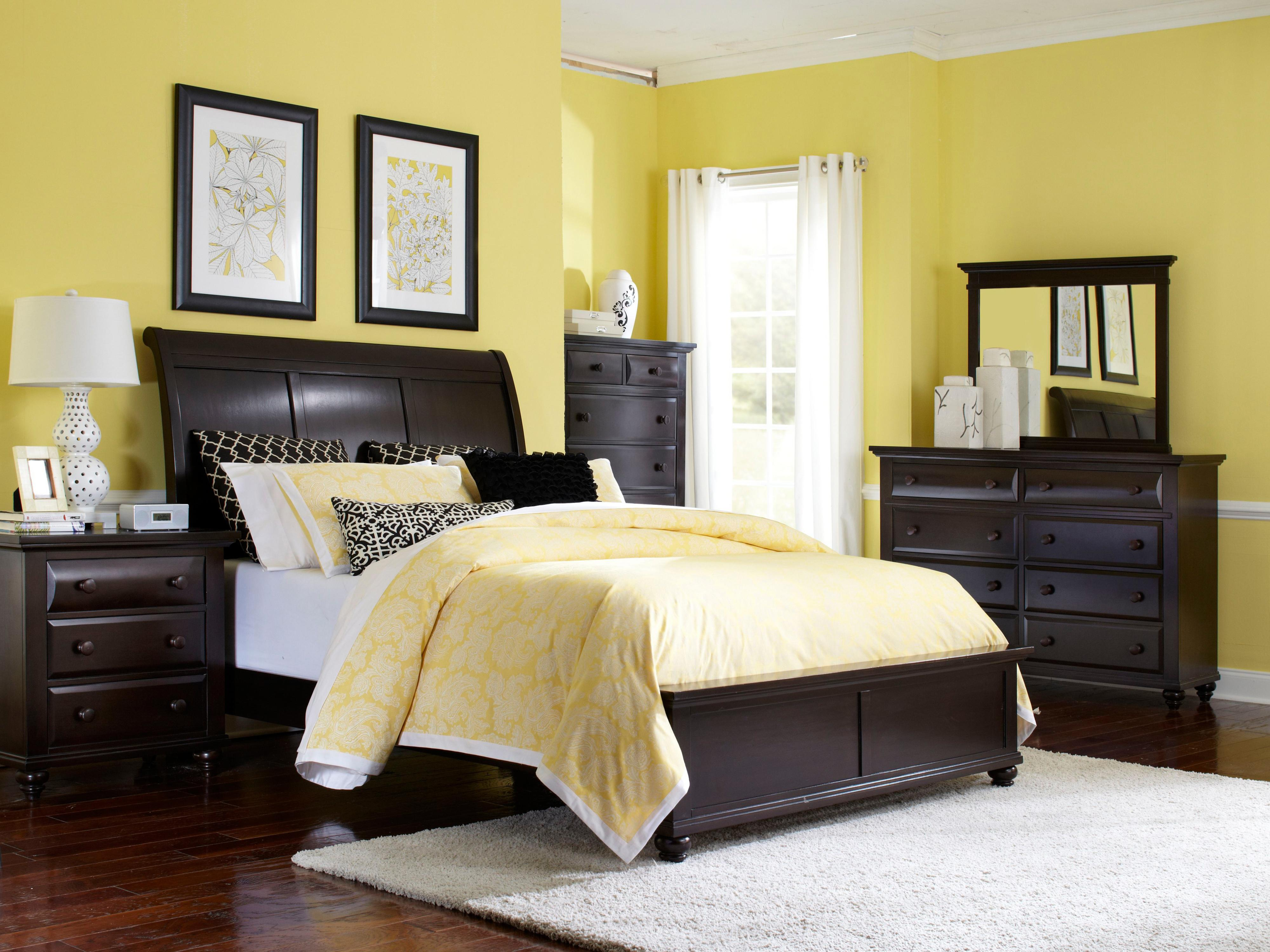 Queen sleigh bed by broyhill furniture wolf and gardiner for Bedroom furniture without bed