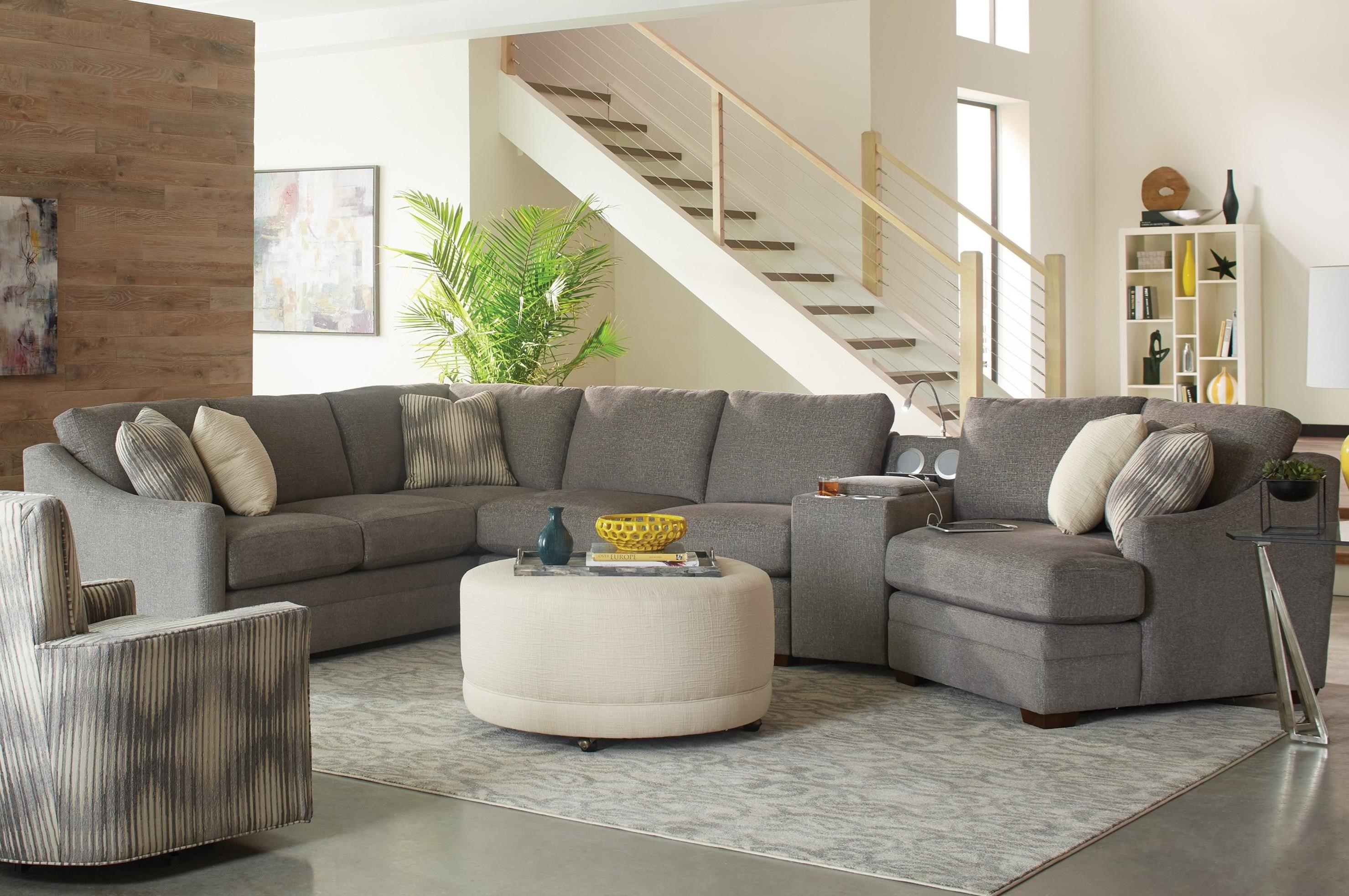 Merveilleux 4 Pc Sectional Sofa W/ Power Console