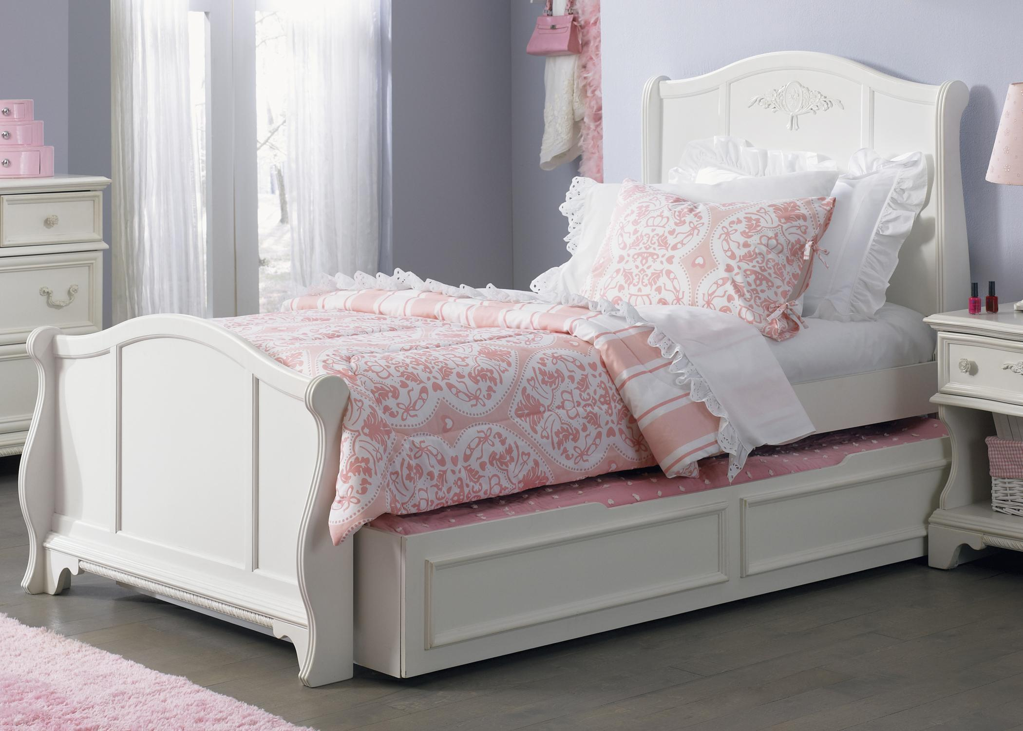 traditional twin size sleigh bed with trundle drawer