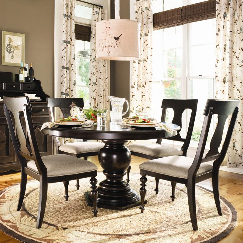 Round Dining Table W 4 Splat Back Chairs