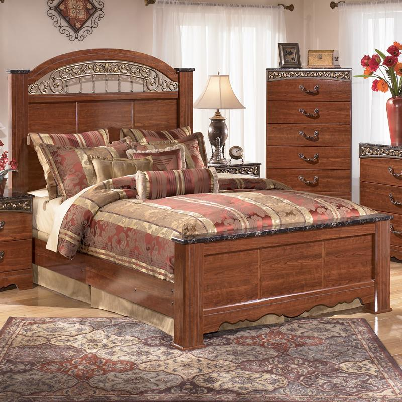 Queen Poster Bed With Ornate Scrolled Insert By Signature