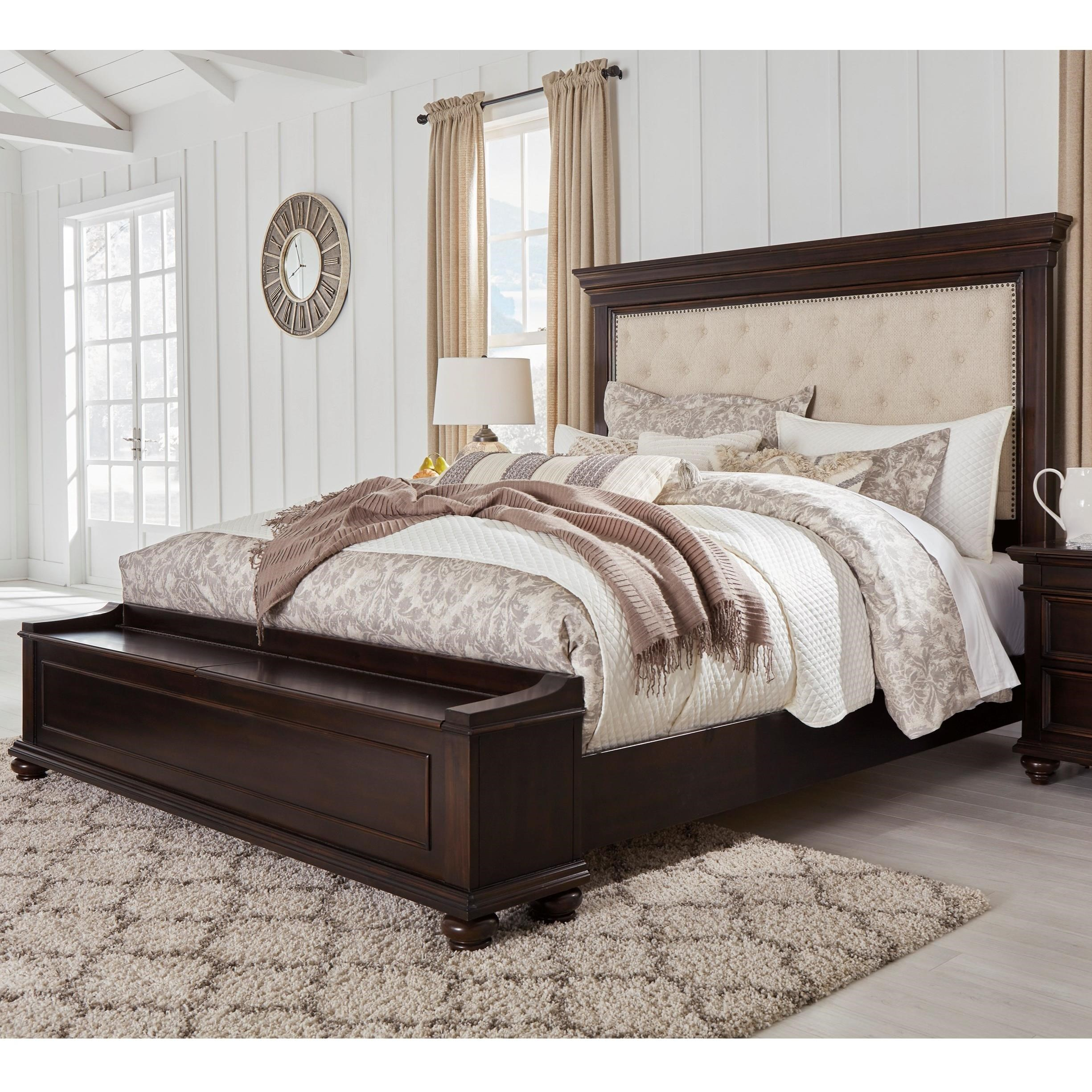 Bench By Bed: Traditional King Upholstered Bed With Footboard Storage