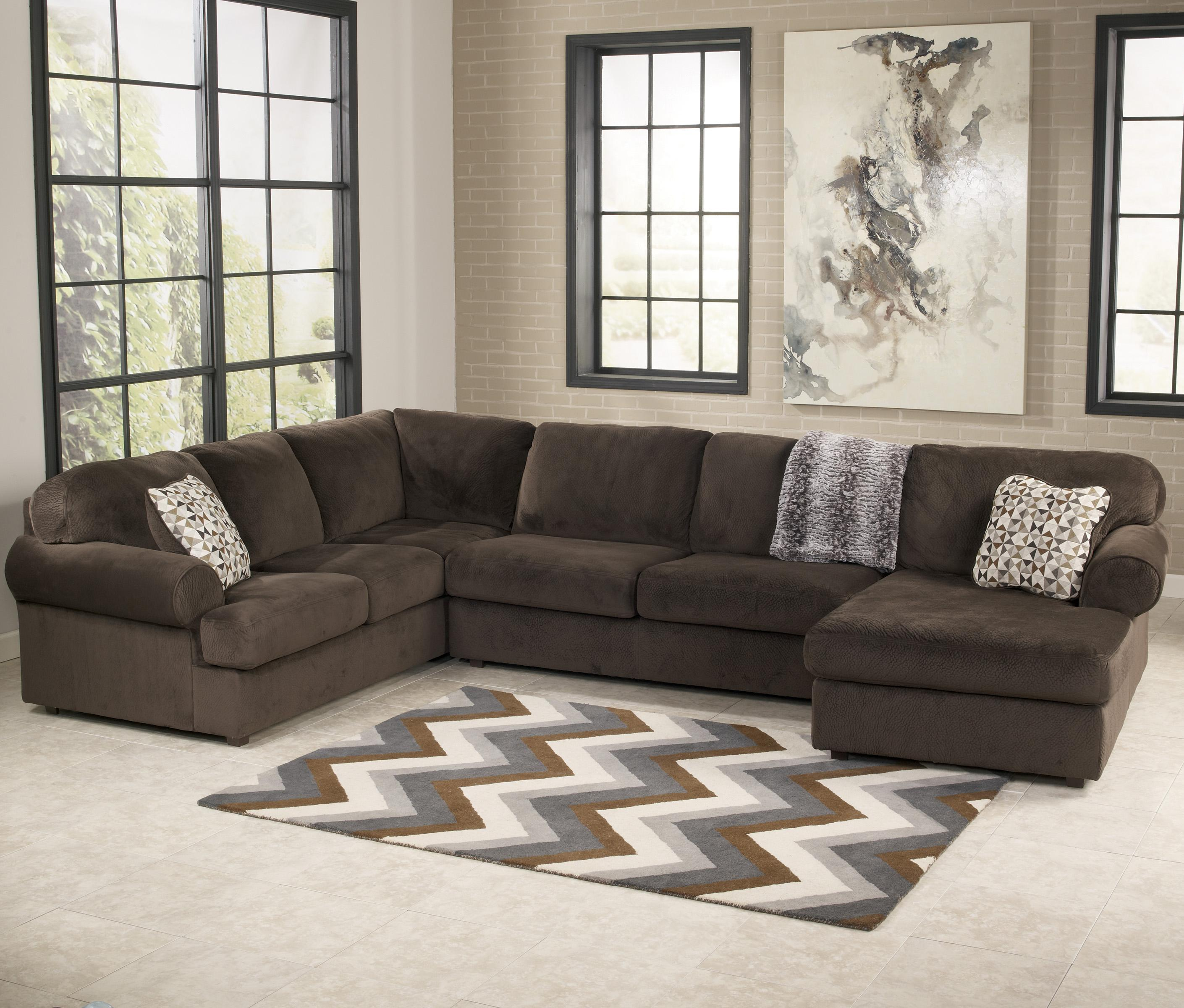 Ashleys Furnitur: Casual Sectional Sofa With Right Chaise By Signature