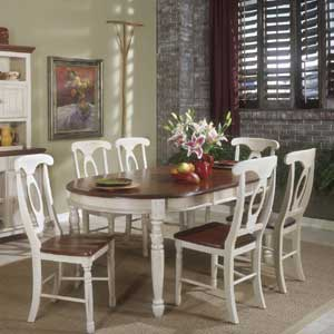 AAmerica British Isles Oval Leg Table and Chairs