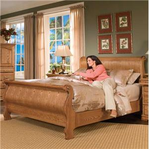 Furniture Traditions Master-Piece Classic Sleigh Bed