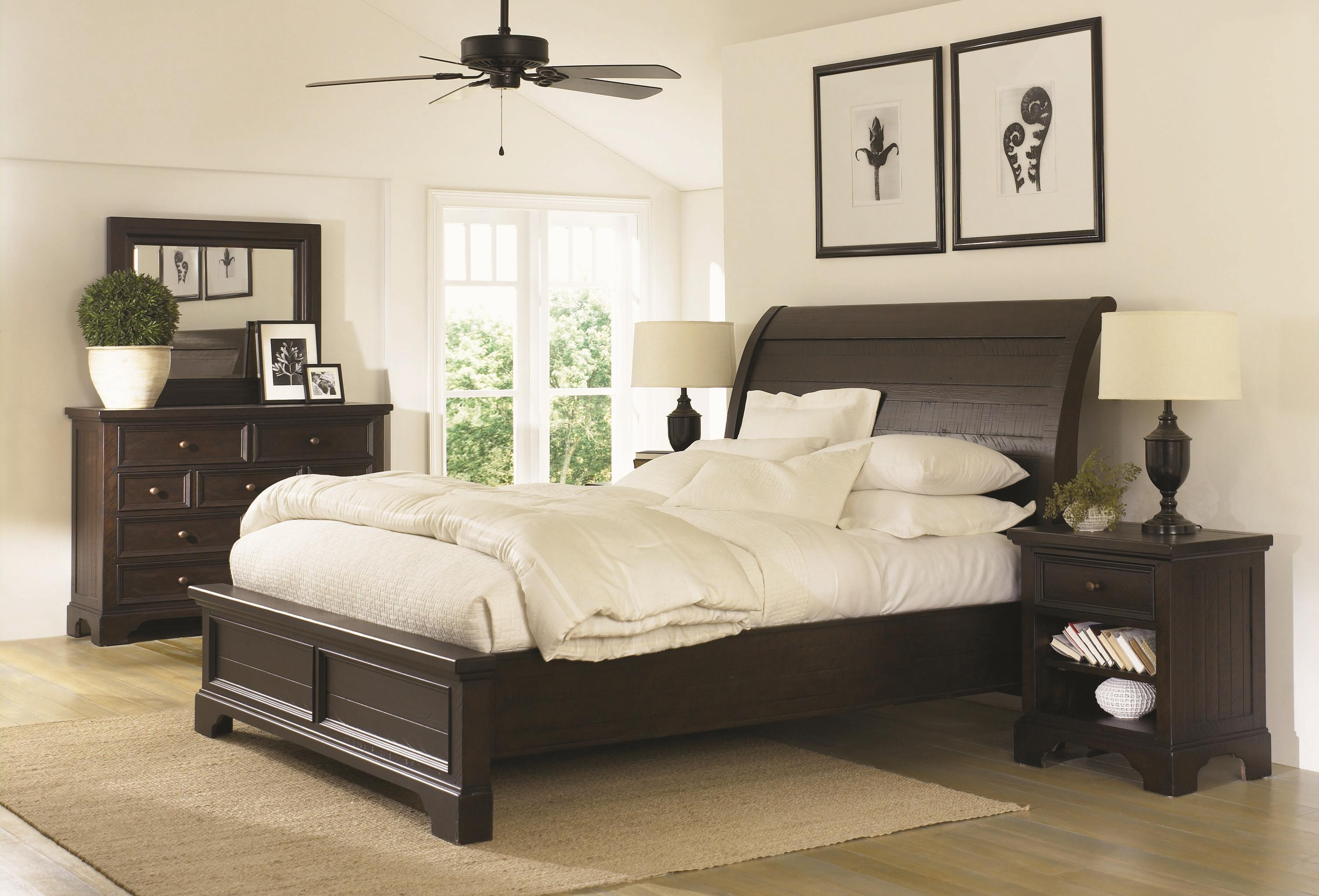 california king size sleigh bed with adjustable bed slats by aspenhome wolf and gardiner wolf. Black Bedroom Furniture Sets. Home Design Ideas