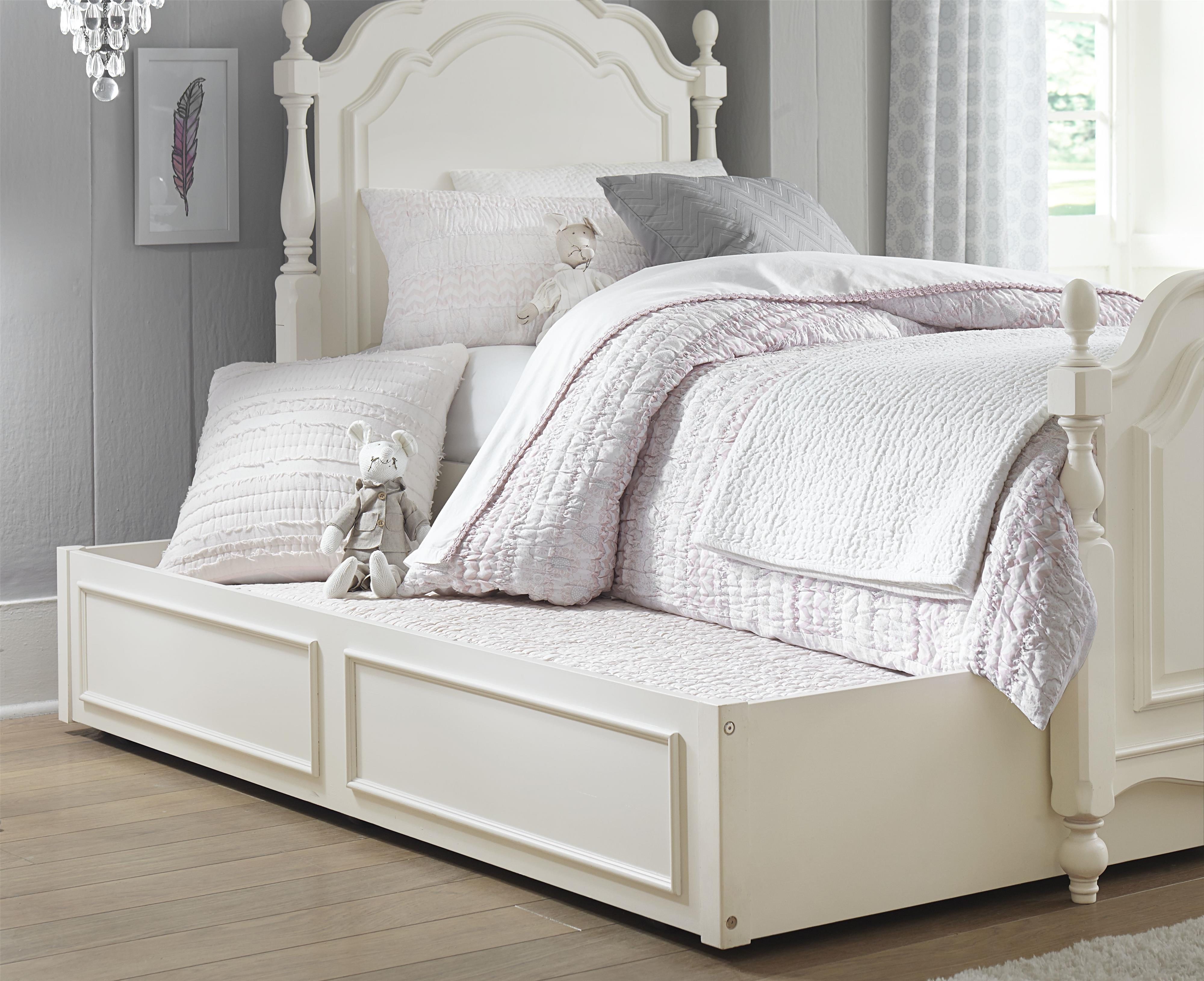 Summerset Low Poster Full Bed With Turned Feet And Trundle