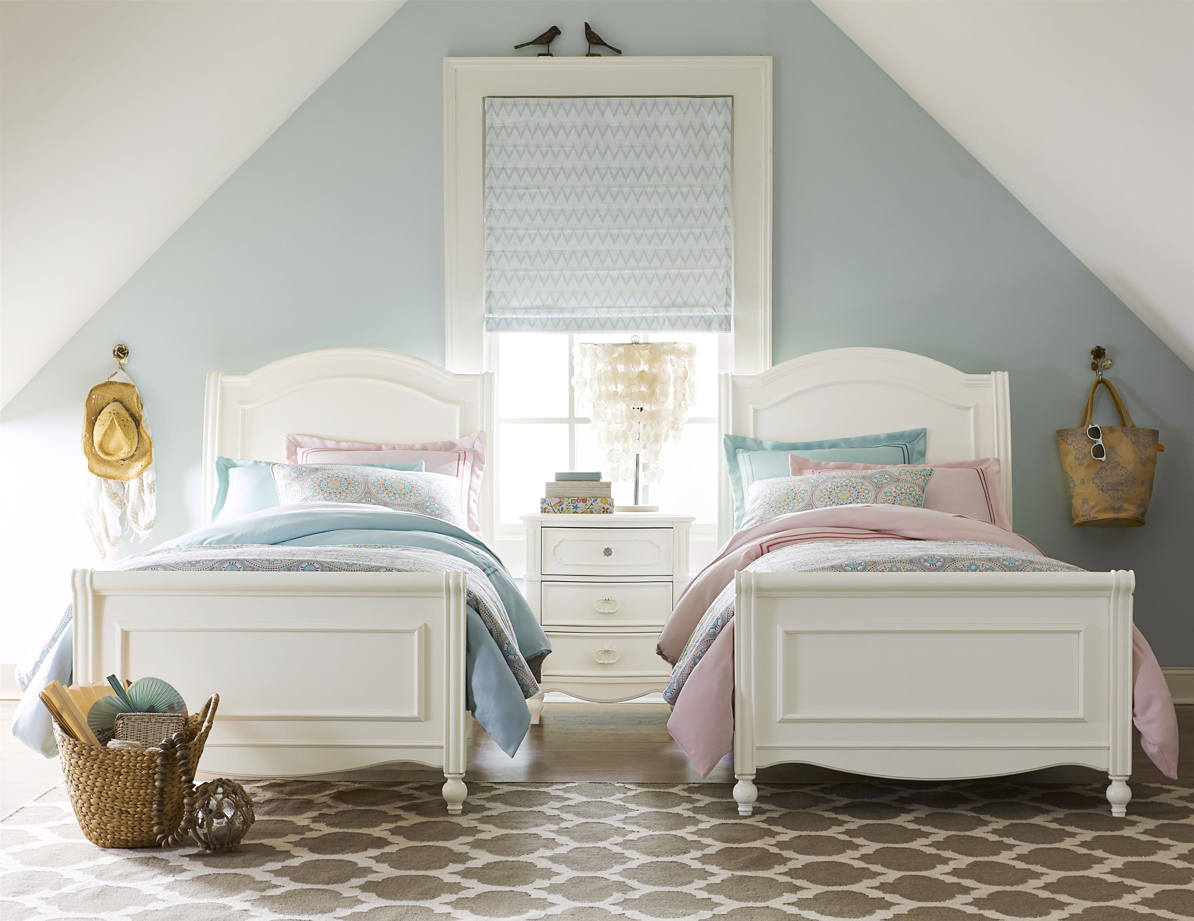 Chelsea Sleigh Twin Bed with Turned Feet by Legacy Classic ...