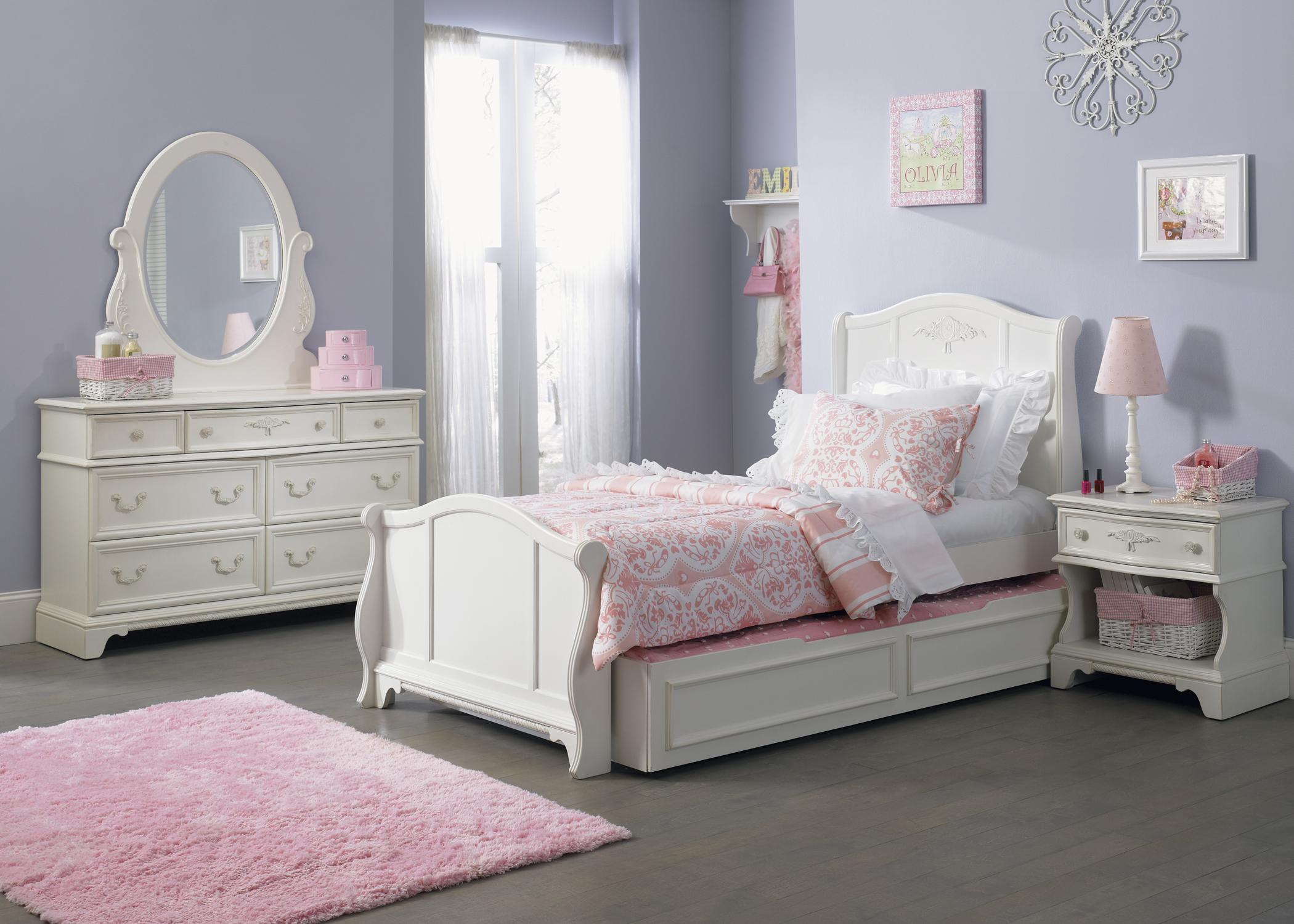 Traditional twin size sleigh bed with trundle drawer by for Twin size beds for girls