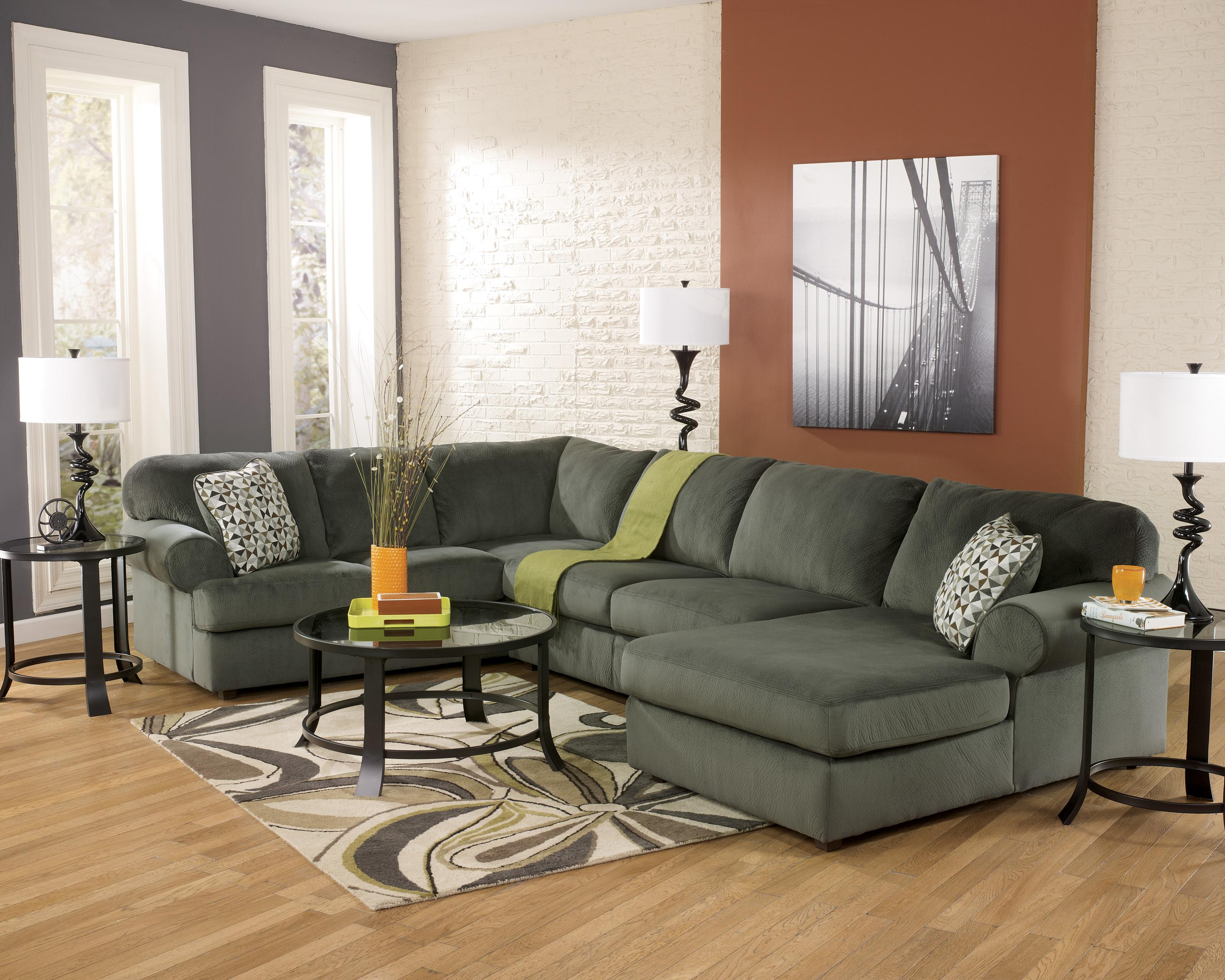 Casual sectional sofa with right chaise by signature for Chaises design colorees